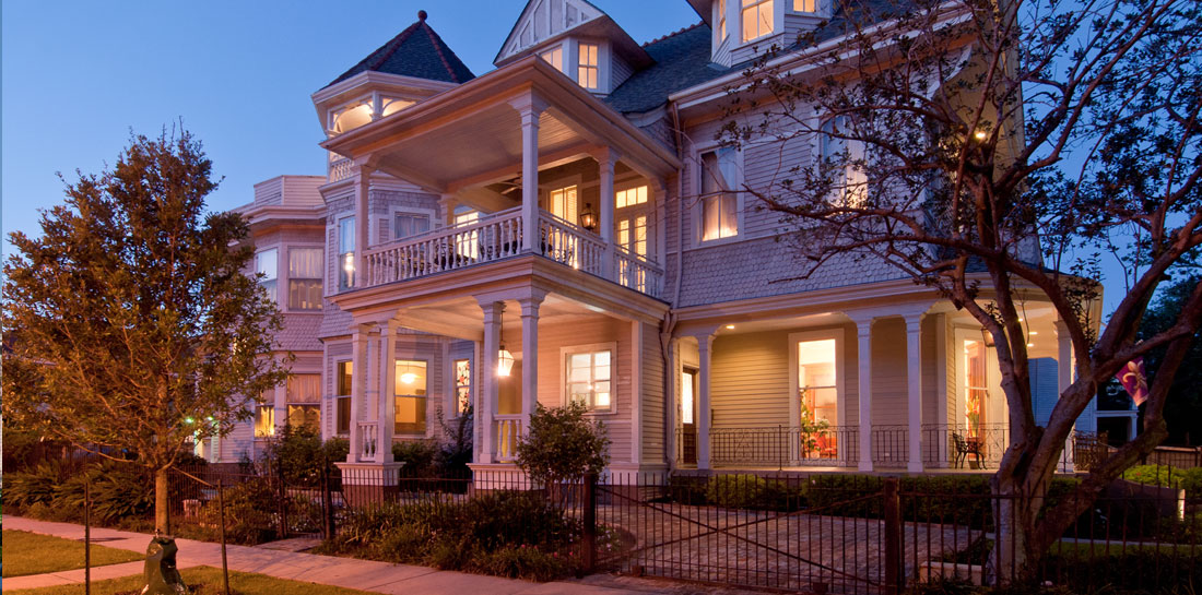 The Grand Victorian Bed and Breakfast in New Orleans - Night View