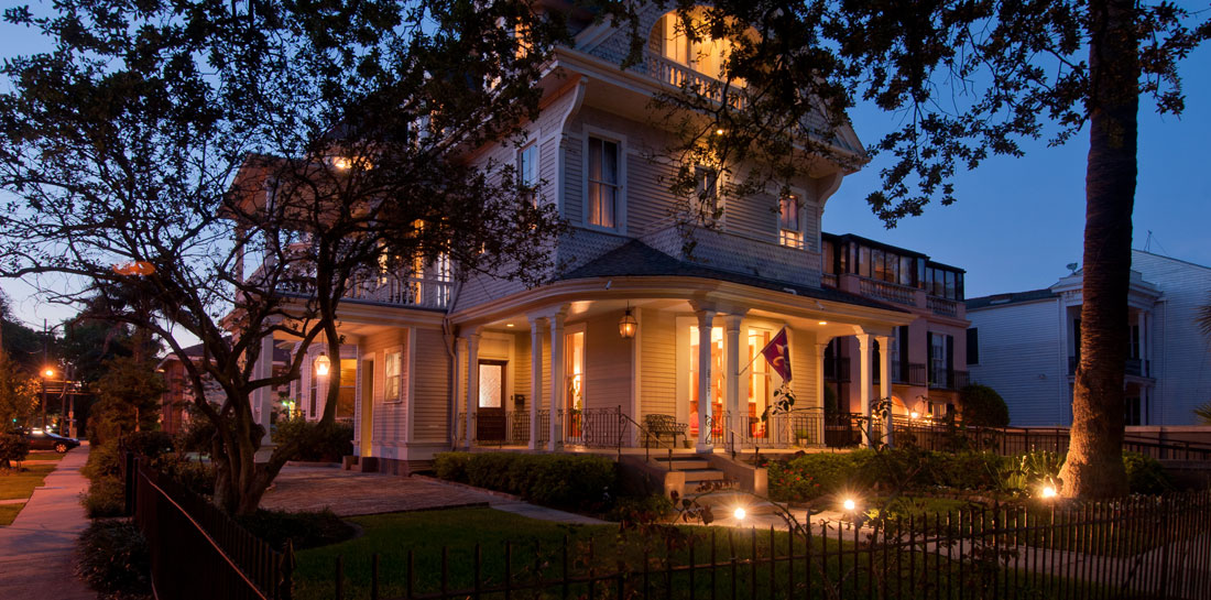 New Orleans Inn at Night - Outside View